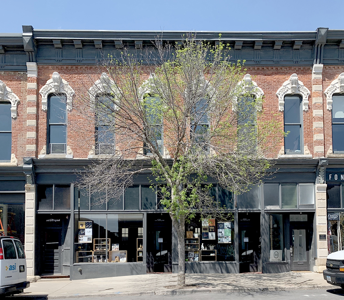 520 East Grand Avenue
